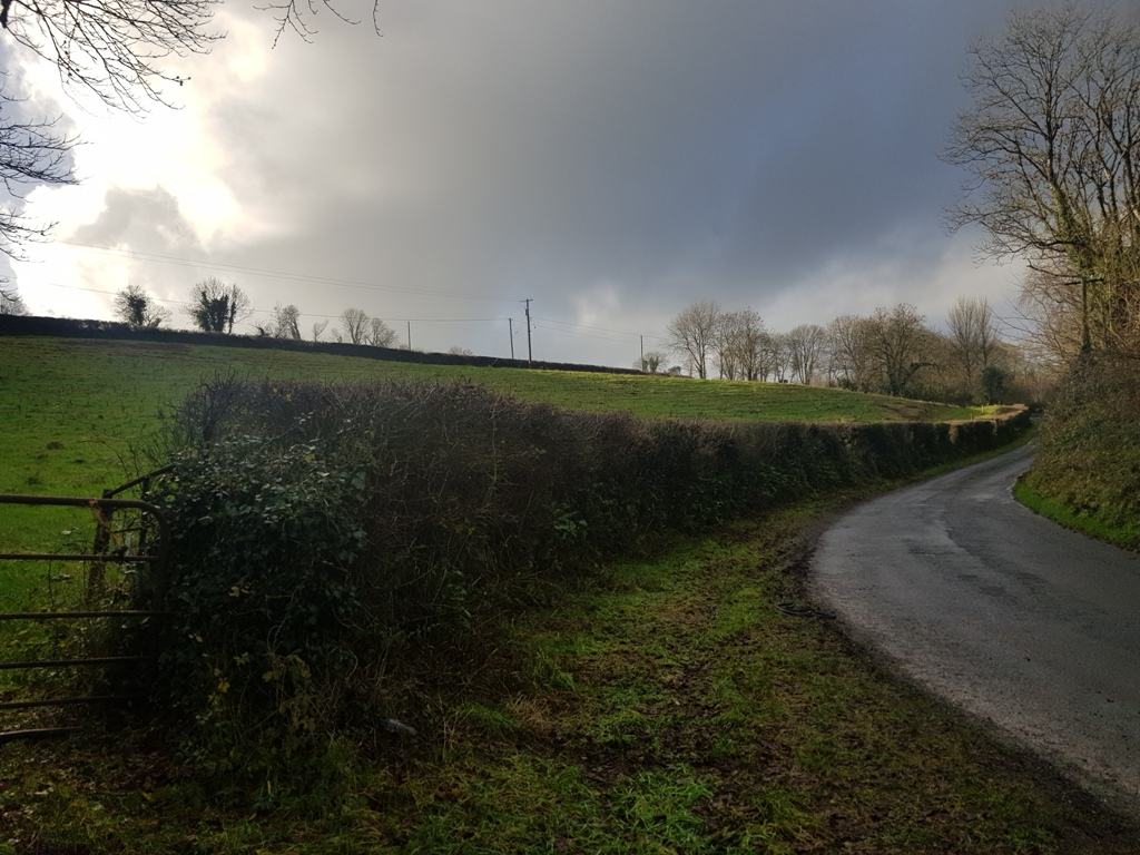 Clonkerdon-from-road